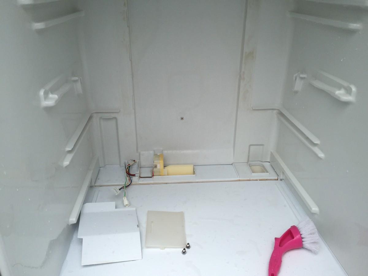 三洋(サンヨー)冷凍冷蔵庫 SR-361P 冷蔵室パネル取外し方法