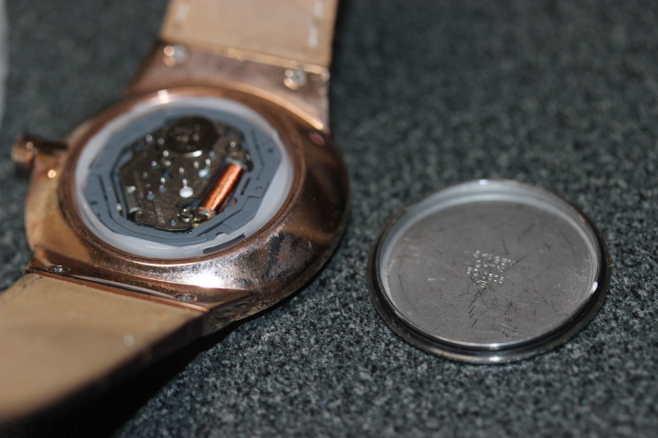 【電池交換】腕時計の裏蓋の開け方 はめこみタイプ