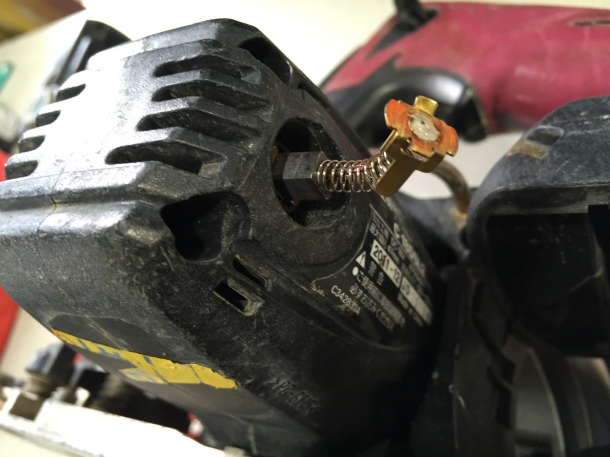 【日立 丸ノコC18DSL2】動かない場合は修理に出す前に、カーボンブラシを確認しよう!