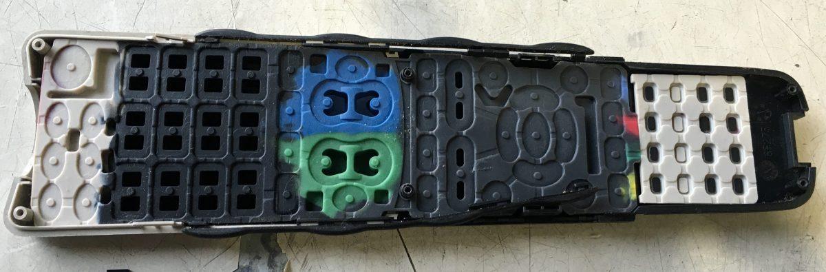 【シャープ アクオス】リモコンの効きが悪い時の対処方法 分解、掃除