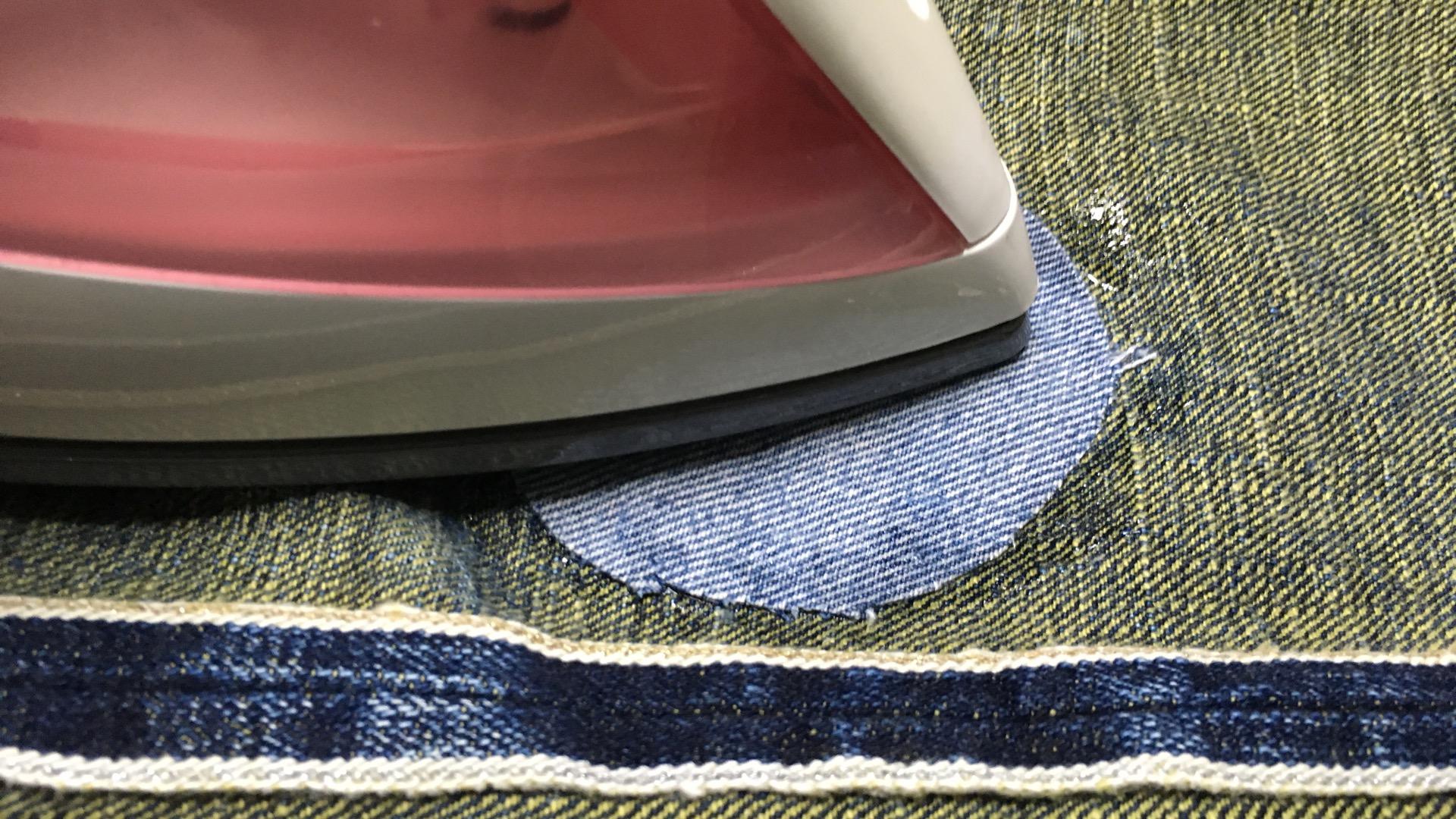 自分でジーンズ(ジーパン)の穴や、破れを簡単に補修(修理)する方法