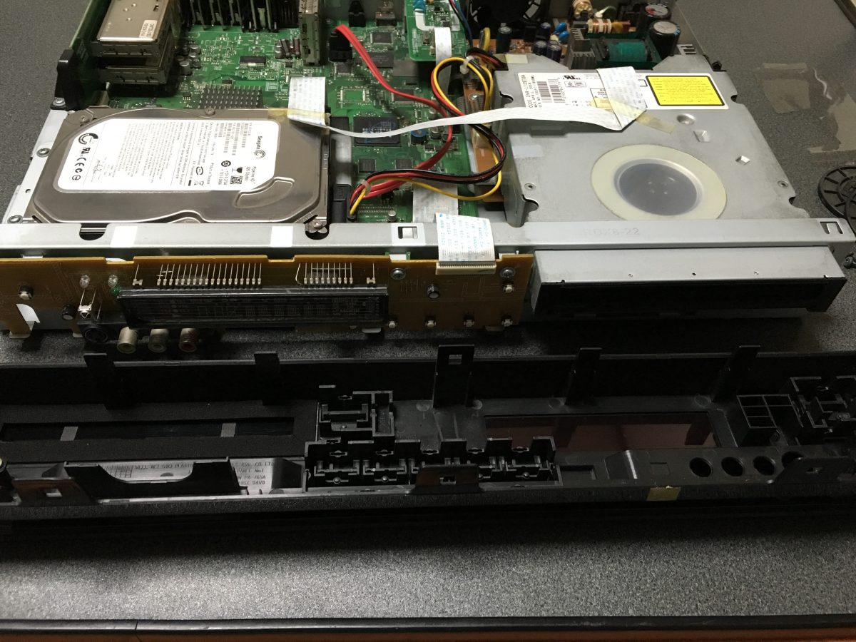 東芝DVDレコーダー(RD-S303)分解 修理 ハードディスク、ドライブの交換方