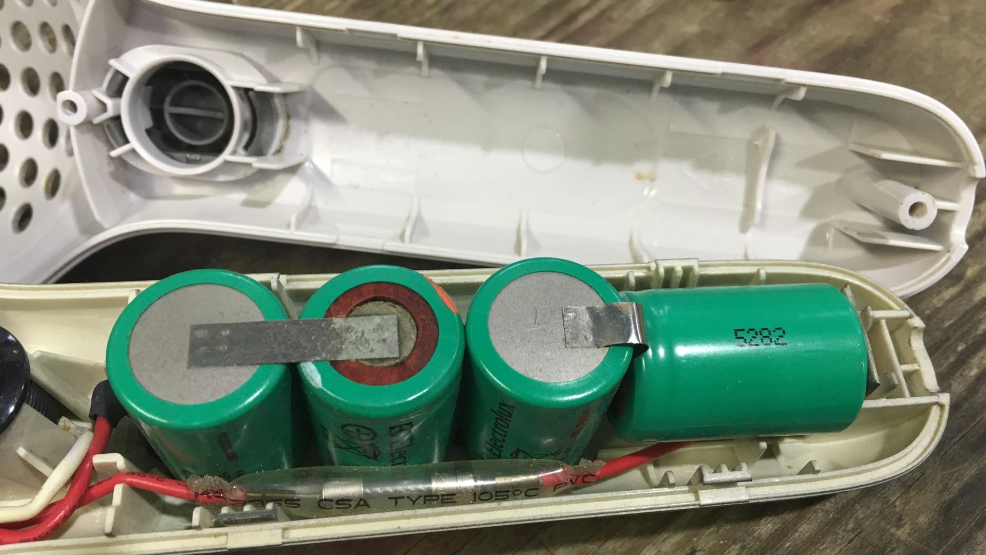 充電式ハンディークリーナー エルゴラピード ZB 271 分解 電池交換(1600css)