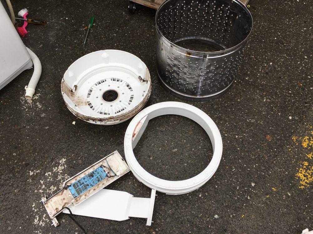 東芝6kg洗濯機 AW-60GLの分解と、洗濯槽の掃除の方法