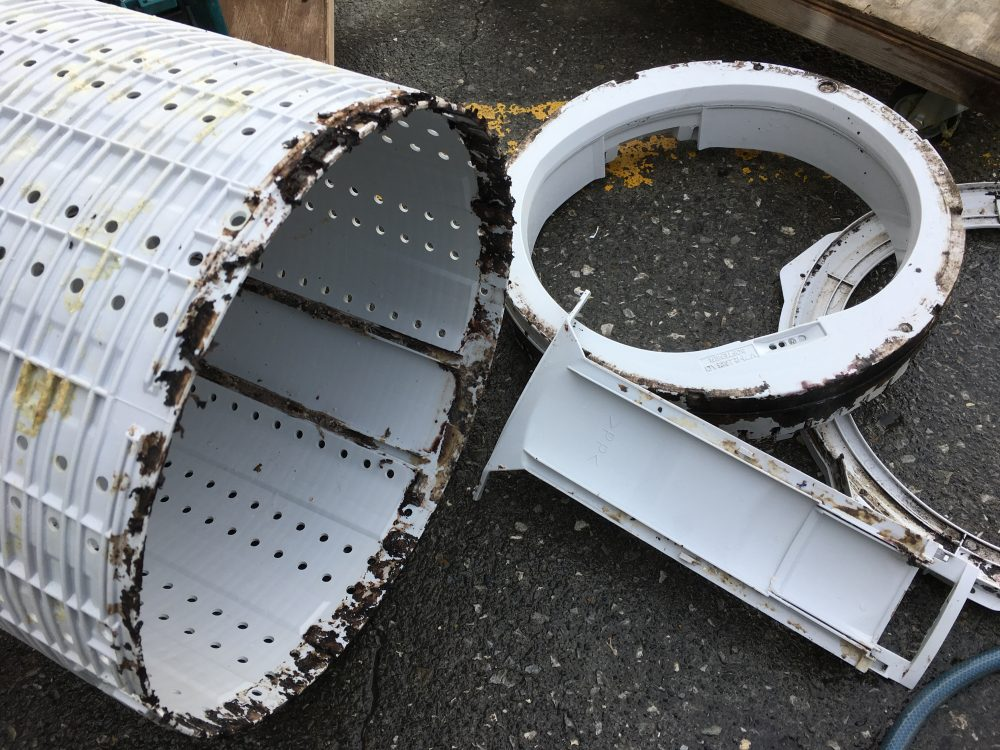 シャープ4.5kg洗濯機(ES-FG45H)の分解と洗濯槽の掃除【漂白剤でカビを溶かす方法もあり】