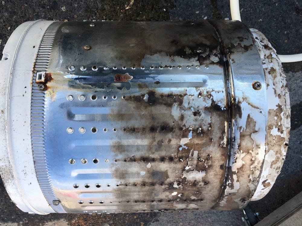 【ハイアール洗濯機 カビ臭いを撃退!!】洗濯槽の周りの汚れの掃除