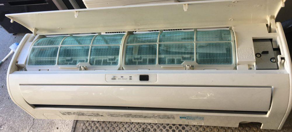 東芝エアコン RAS-2213D 分解と内部の掃除(クリーニング)方法