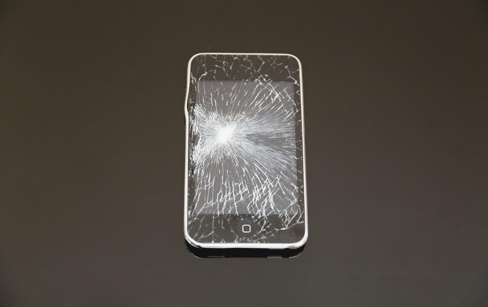 自分でも簡単にできる「iPhone4,5,6s」の液晶パネルの分解、修理方法