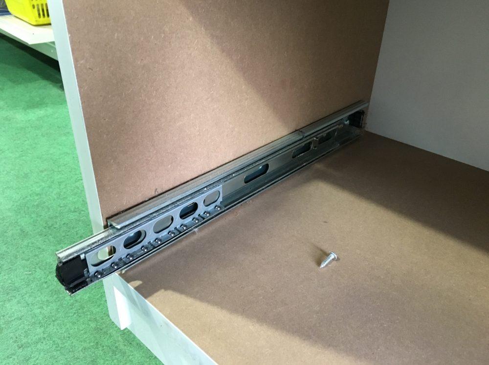 食器棚(レンジボード)引き出しの修理 レール交換方法