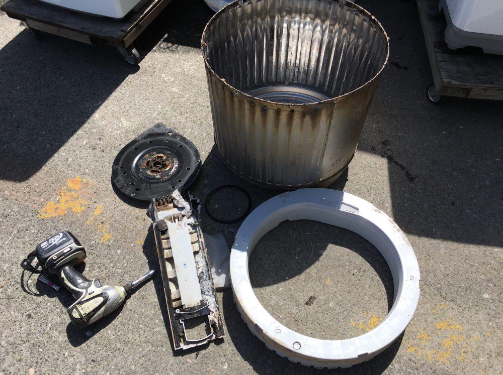 シャープ5.5kg洗濯機(ES-GE55K)の分解と洗濯槽の掃除(クリーニング)