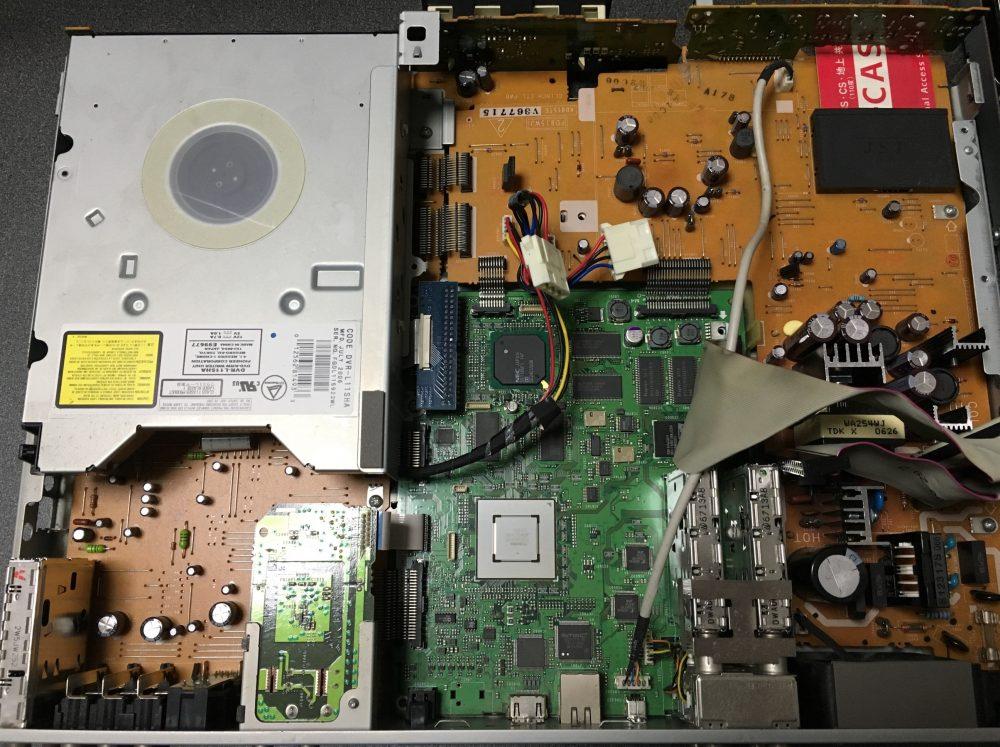 シャープDVDレコーダー(DV-ARW25)分解と、ハードディスク・ドライブの取外し方法