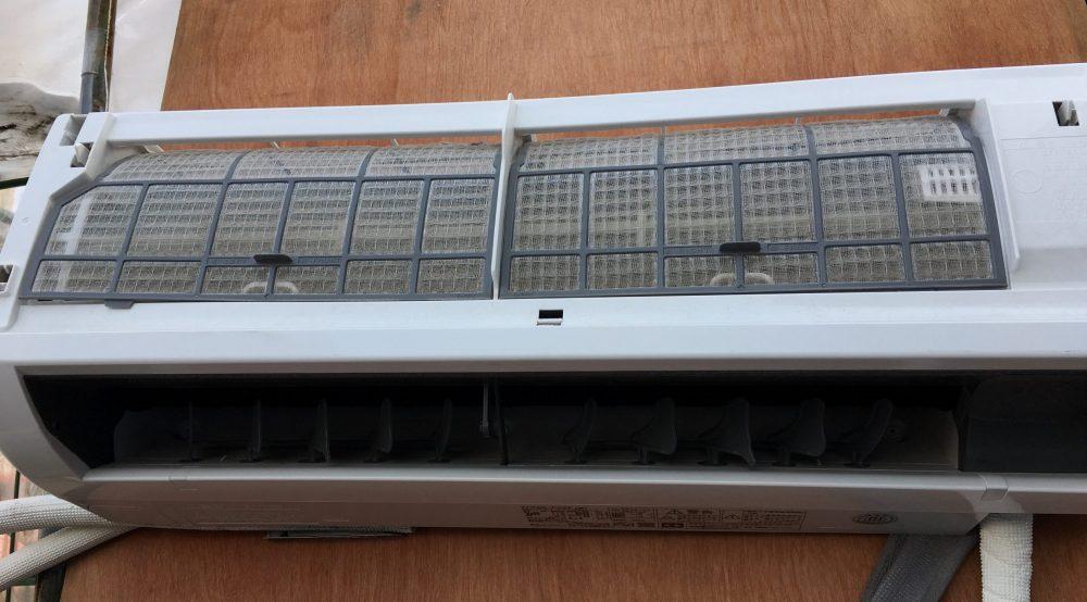 東芝 中古エアコンRAS-D22Fの点検 分解 洗浄までの記録