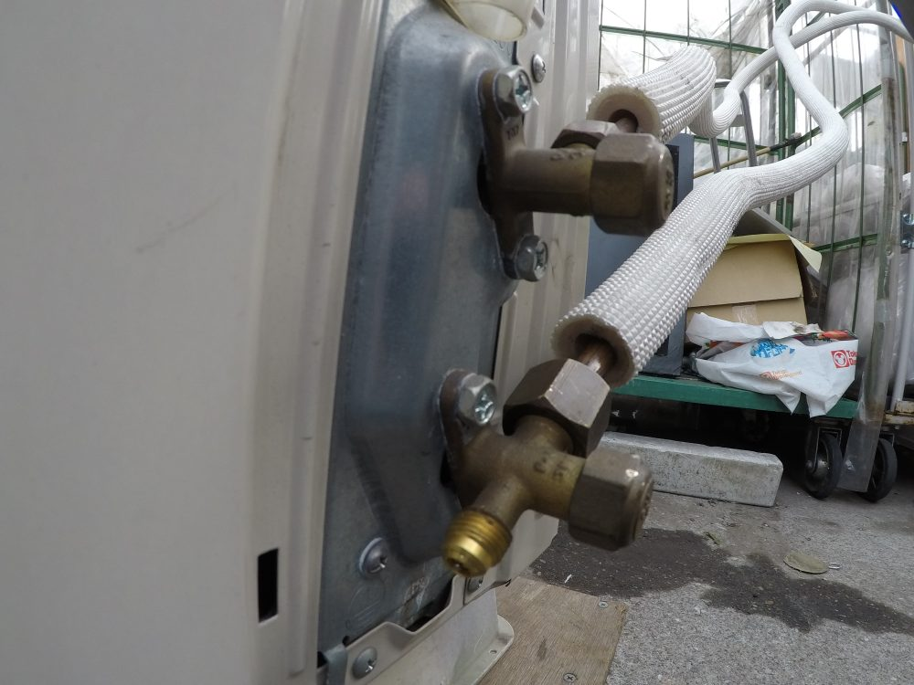 【家庭用エアコン】真空ポンプを使った真空引きのやり方・手順 時間は?