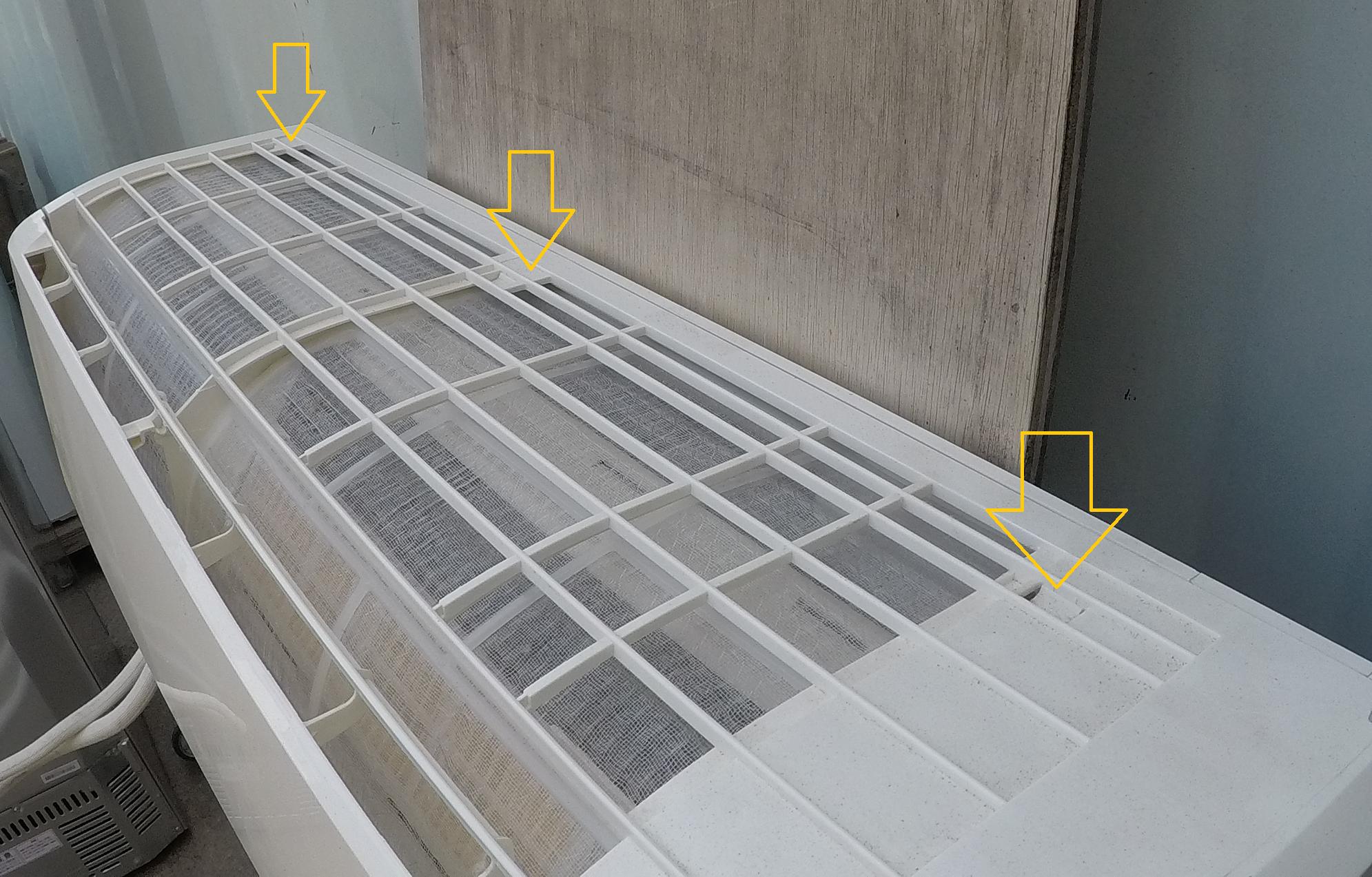 【三菱 ビーバーエアコン(SRK22TL) 自分で分解・掃除】ルーバーの外し方