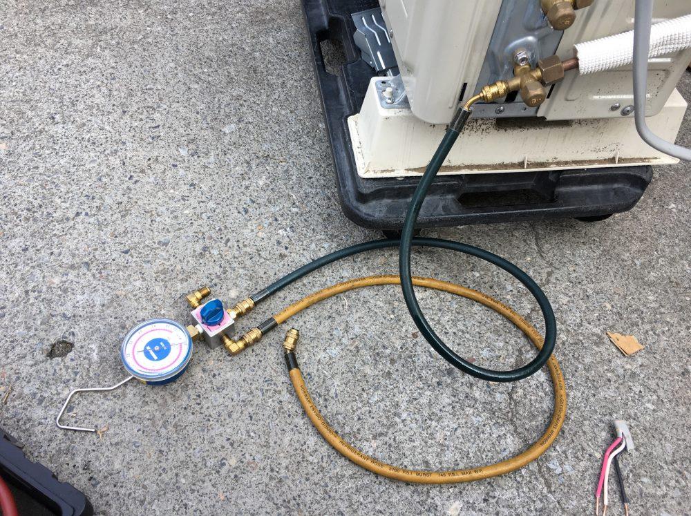 【故障?冷えないエアコンのガス補充の手順】自分で追加でガスを入れる方法 DIY